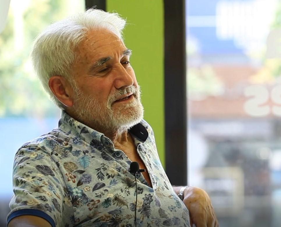 Vídeo testimonio de Marcelino López, un estudiante de What's Up! que nos cuenta su experiencia aprendiendo inglés con más de 65 años!