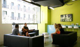 Social Club de la Academia de inglés What's Up! en la calle Fuencarral