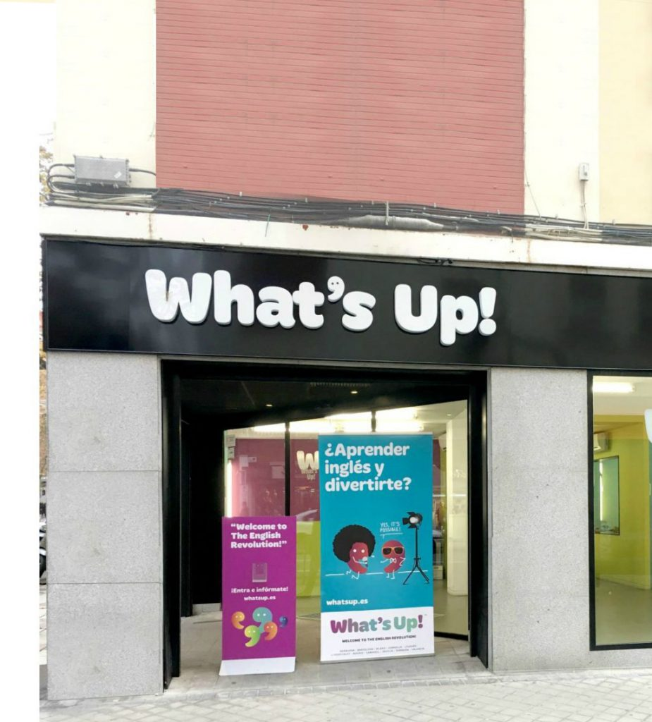 Entrada de la academia de What's Up! Leganés