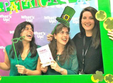 Los alumnos de What's Up! celebrando la festividad de Irlanda, Saint Patrick's Day
