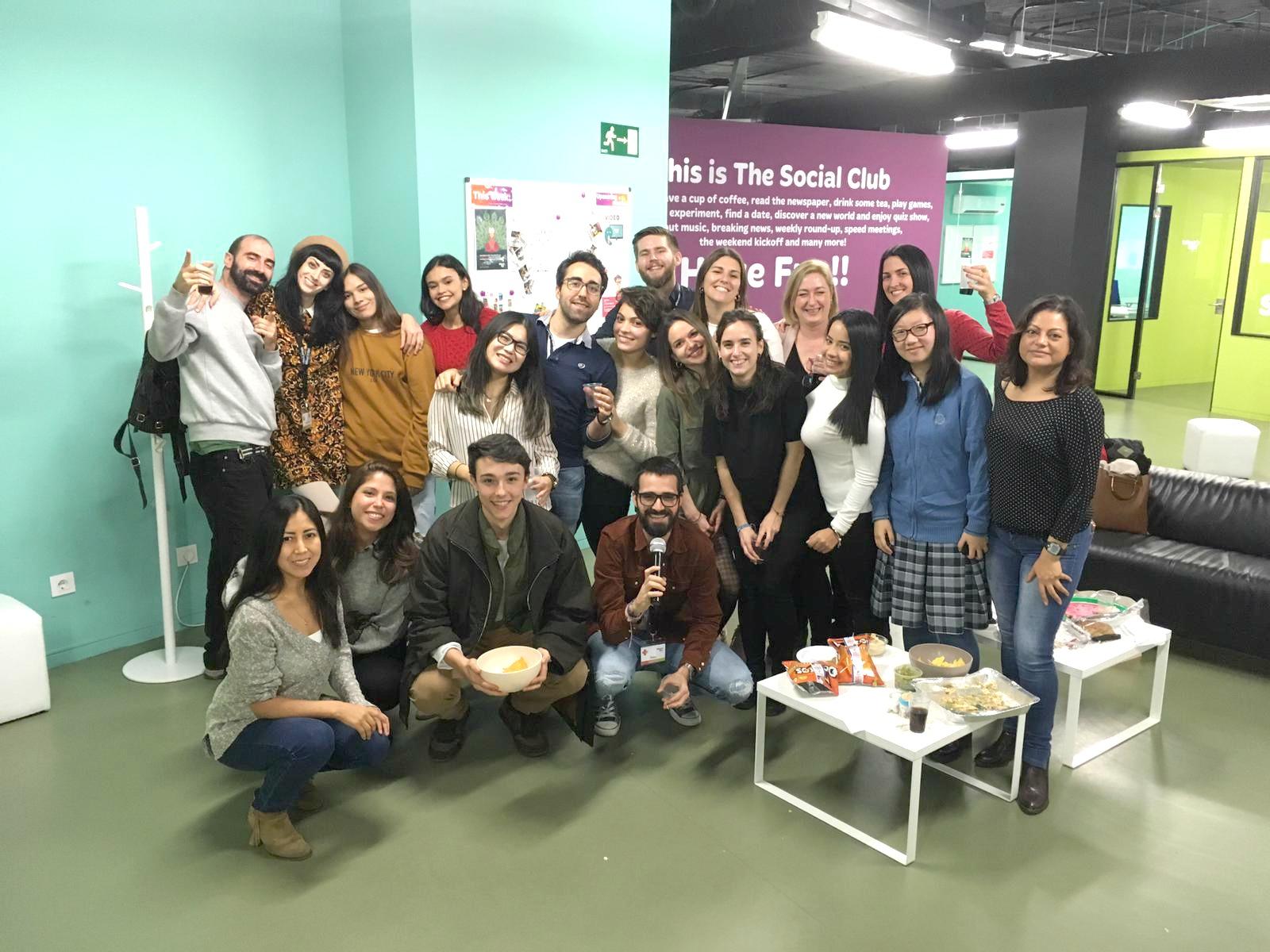 Fiesta de Thanksgiving en la academia de inglés What's Up!