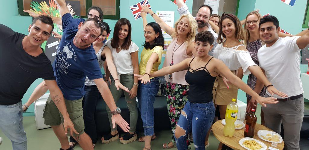 Actividad Travel Club en la academia de What's Up! Sevilla