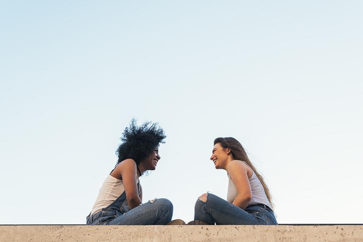 Conversaciones en inglés B1: practica con diálogos